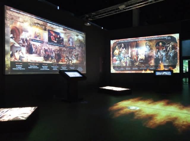 Молодые прихожане Софийского храма совершили экскурсию в музей «Россия – моя история»