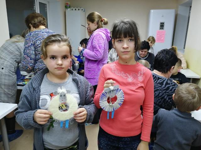 В Международный день инвалидов добровольцы Софийского храма провели мастер-класс в отделении медицинской реабилитации для детей с нарушениями ЦНС