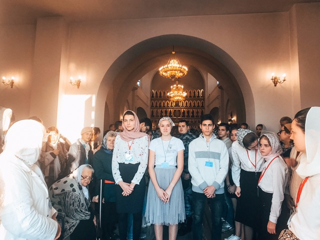 Молодежь Софийского храма  приняла участие в организации торжеств в честь Великого освящения кафедрального собора Рождества Пресвятой Богородицы