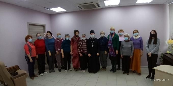 Настоятель Софийского храма провел беседу в центре социальной защиты населения г. Ростова-на-Дону